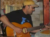 Holger zur Gitarre ...