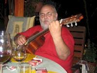 Larry spielt seine Songs ...