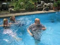 Eine Erfrischung im Pool
