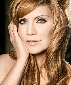 Alison Krauss: Copyright by Rounder Records, Photo-Credit by Randee St. Nicholas