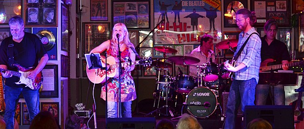 Danny June Smith & Band im Beavers
